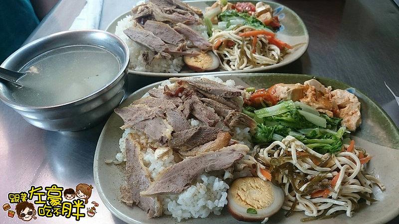 [高雄美食] 彭湃份量物美價廉「鴨肉英小吃店」內行人餐點 鴨肉飯+菜