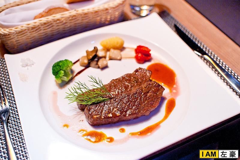 [食記] 高雄。新興區 Hotel dùa 'etage 15 西餐廳