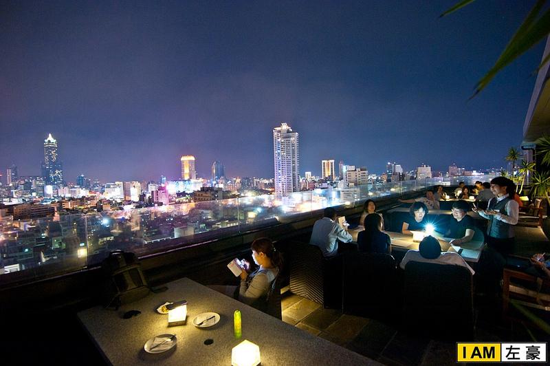 [食記] 高雄。新興區 'etage 15 Lounge bar (夜景搭美酒一級棒)